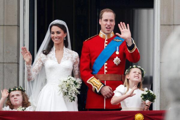 Королева Елизавета II назвала ужасным свадебное платье Кейт Миддлтон