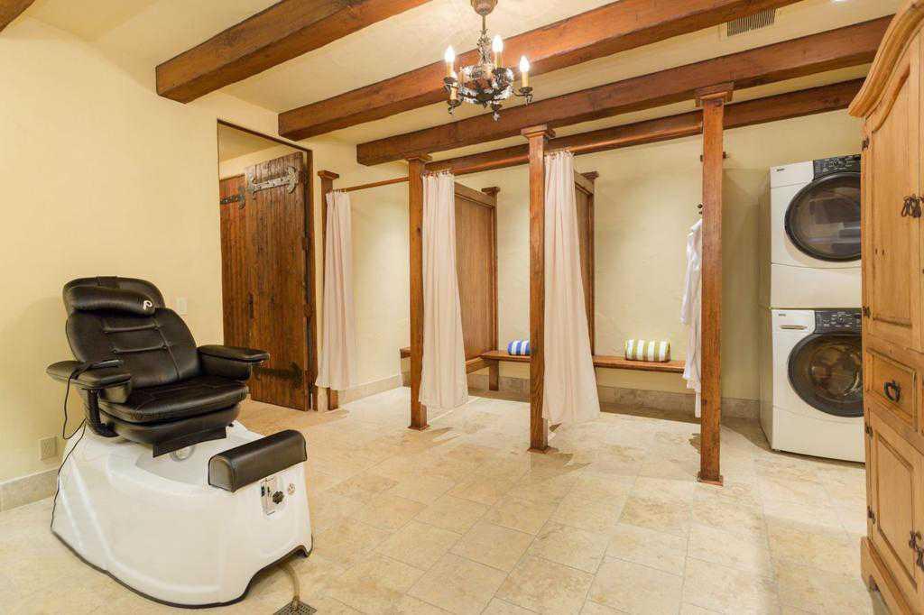 Агентство недвижимости предлагает особняк Меган и Гарри в аренду за 700 долларов в час
