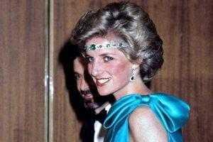 Принцесса Диана расстроила королеву, когда надела изумрудное колье в качестве головного убора