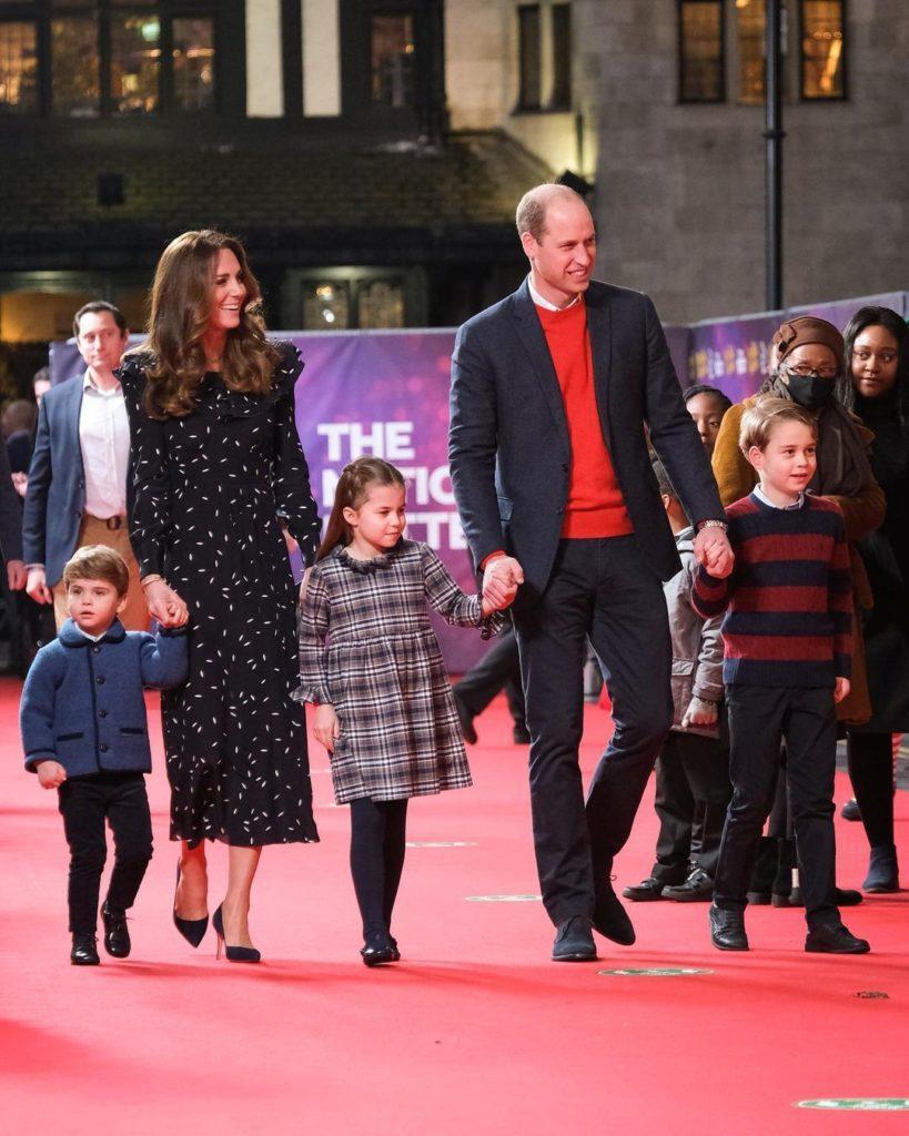 Принц Уильям и Кейт выпустили новую рождественскую открытку