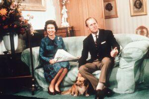 Принц Филипп 74 года, с момента свадьбы, носил одни туфли