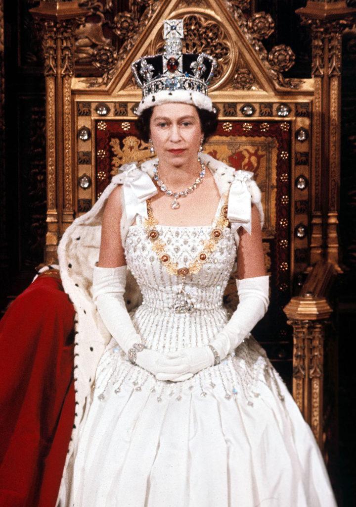Новые подробности о свадебном платье и туфлях принцессы Беатрис