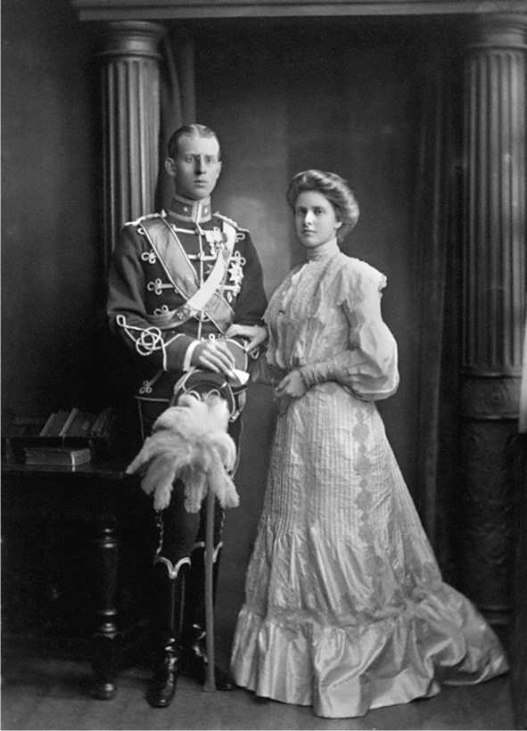 Как принц Филипп связан с семьей Романовых?