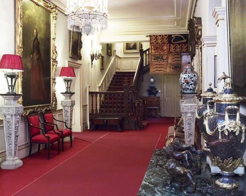 Внутри Кларенс-Хауса. Смотрим, как живет принц Чарльз и Камилла