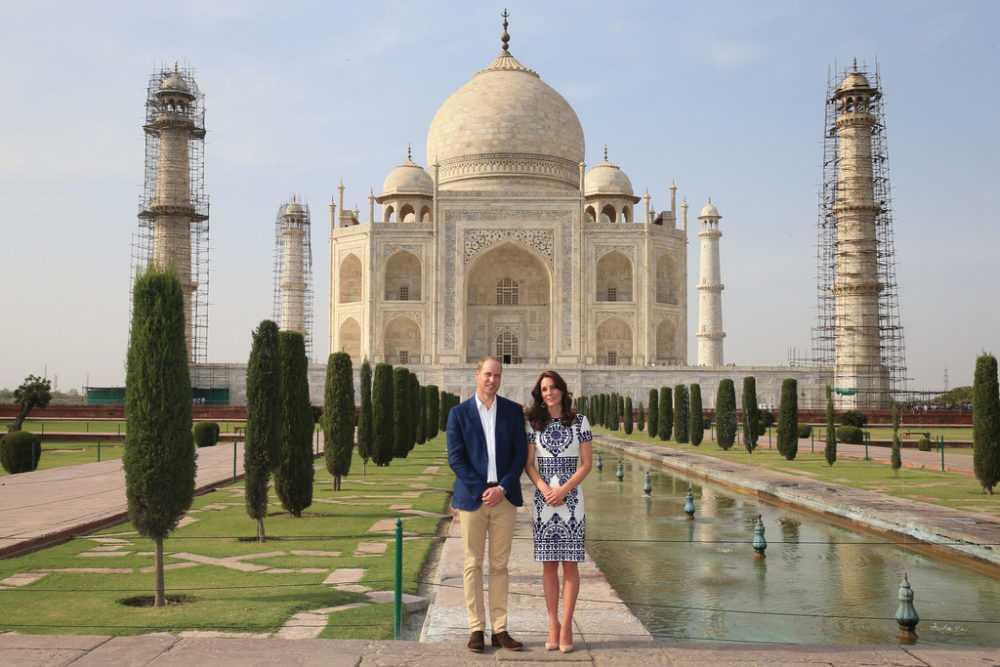 Две королевские фотографии на фоне Тадж-Махала стали источником скандалов