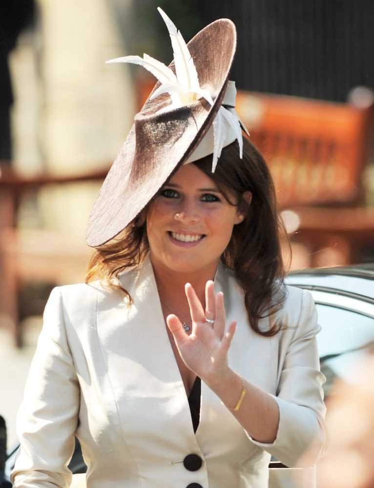 Самые причудливые шляпки принцессы Евгении с 2002 по 2011 год