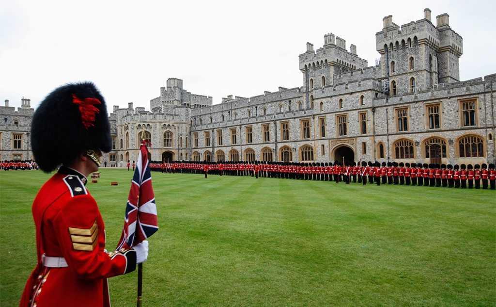 Живет ли британская королевская семья в Букингемском дворце?