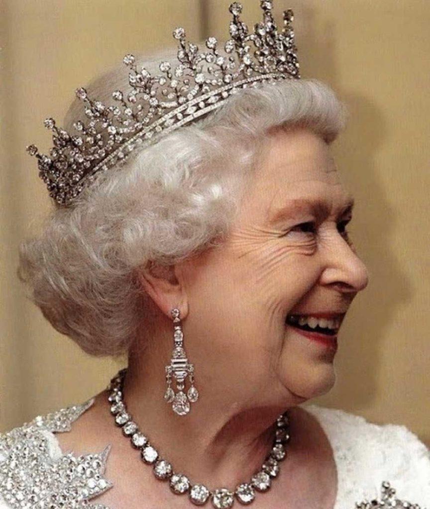 Серьги-канделябры Елизаветы II