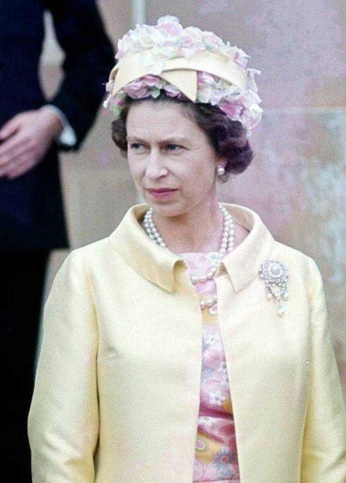 Безумные шляпки Елизаветы II