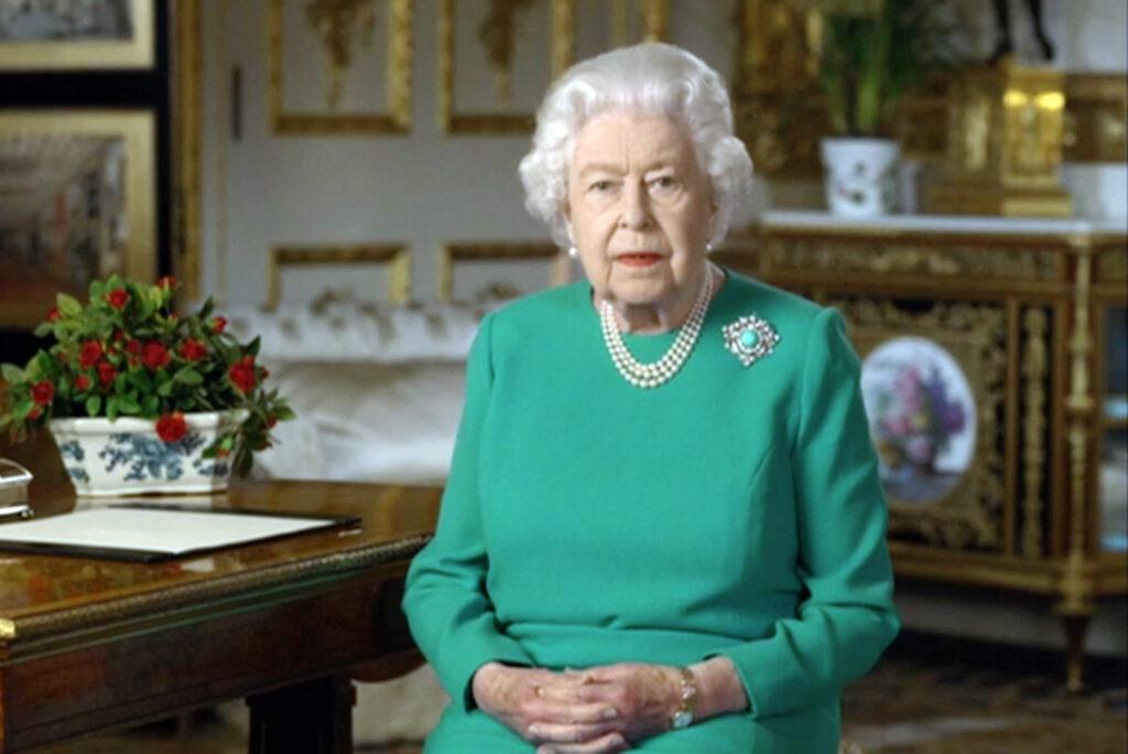 Королева Елизавета II задерживает съемки рождественской речи