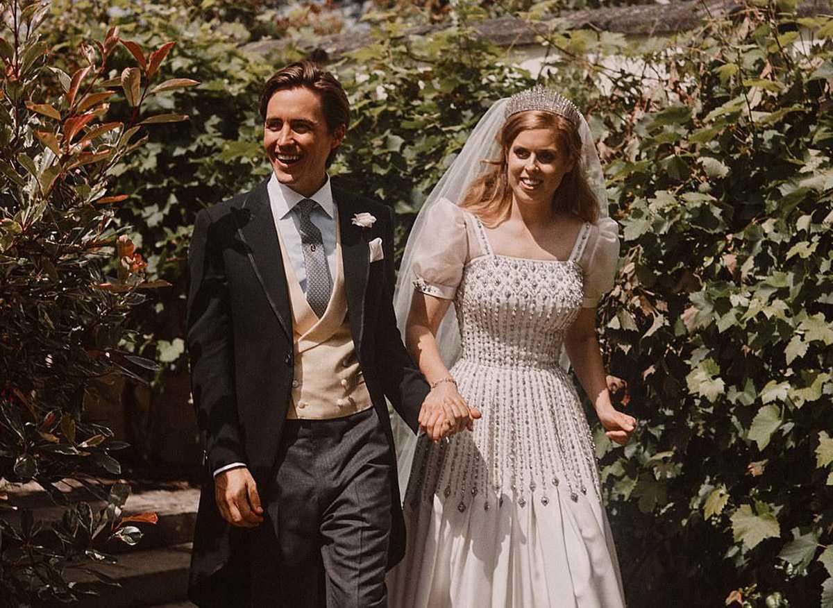 Эксперт по языку тела проанализировала свадебные фотографии принцессы Беатрис
