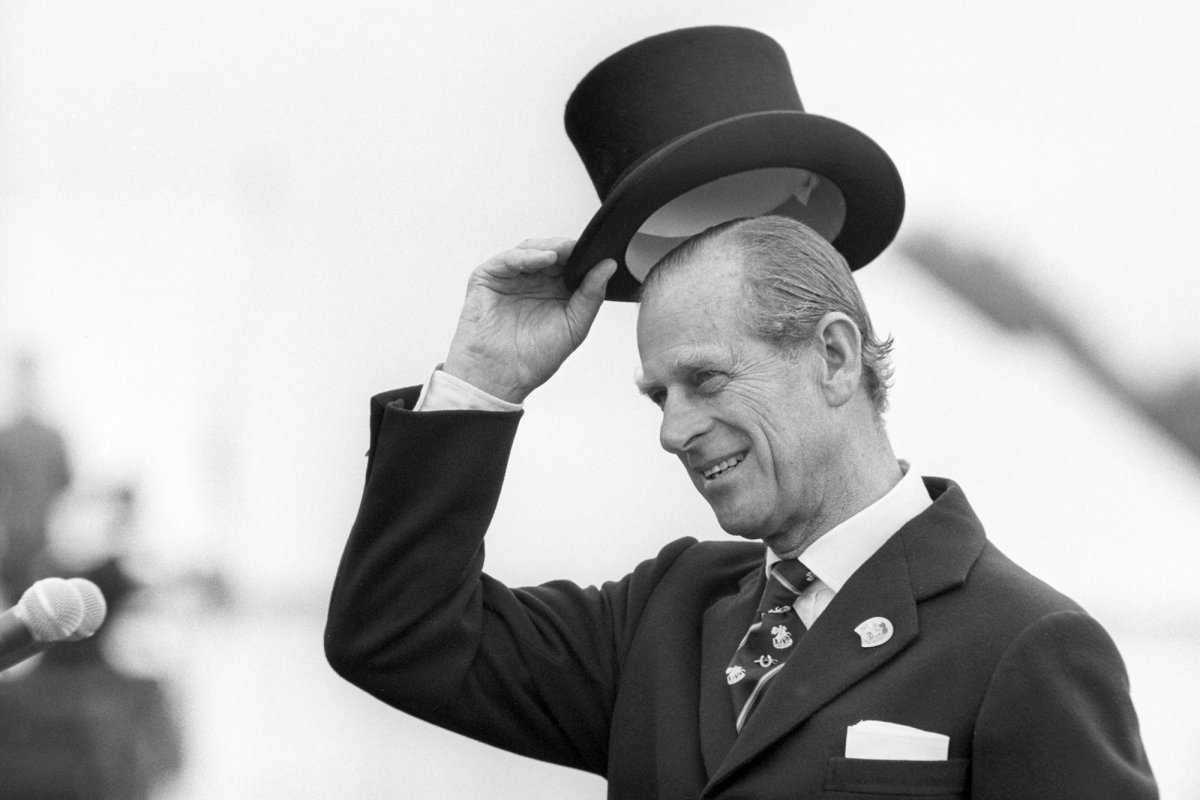 Принц Филипп спас честь девушки с помощью английской булавки