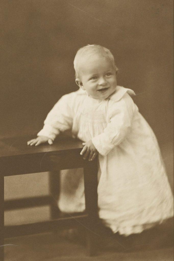 Принц Филипп, герцог Эдинбургский на редких фотографиях