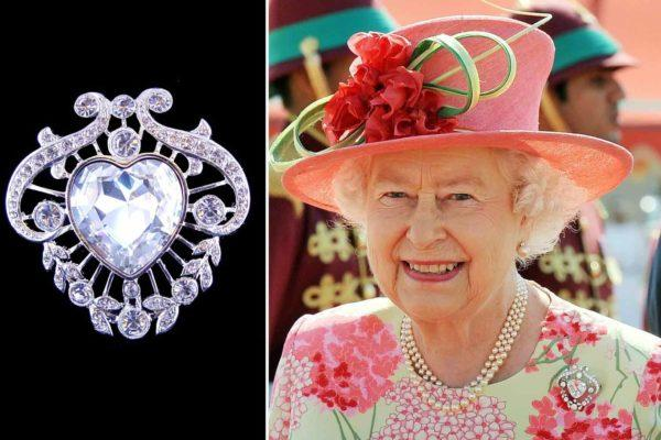 Королева Елизавета надела брошь в форме сердца со скрытым смыслом