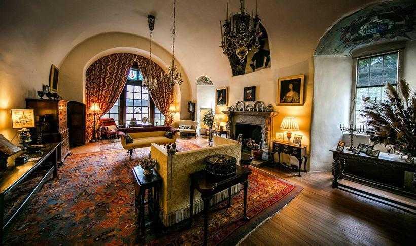 Где останавливается королева Елизавета II, когда приезжает в поместье Балморал?