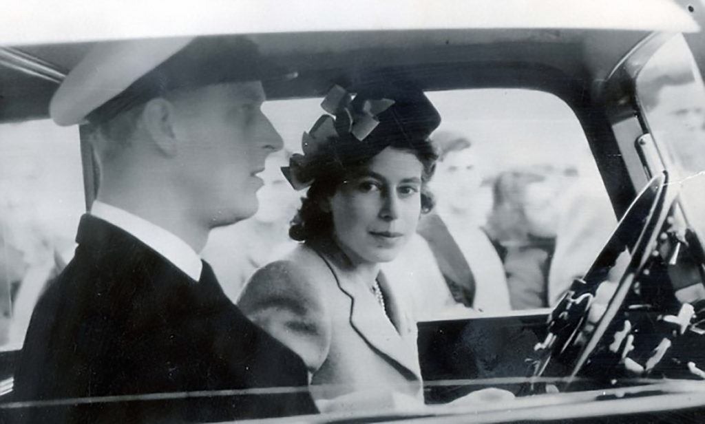 99-летний принц Филипп снова сел за руль, но манера его езды пугает королеву