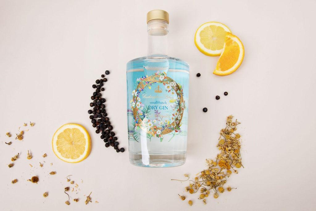 Джин с лимоном и травами по рецепту королевы Елизаветы II