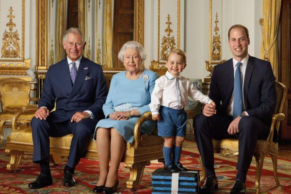 Члены королевской семьи в детстве и сейчас