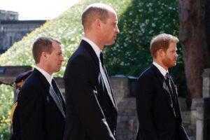 Решение о том, чтобы не идти рядом с Гарри принял принц Уильям, а не королева
