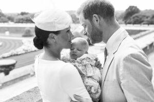 Эксперт считает, что принц Гарри и Меган скоро объявят о крещении Лилибет