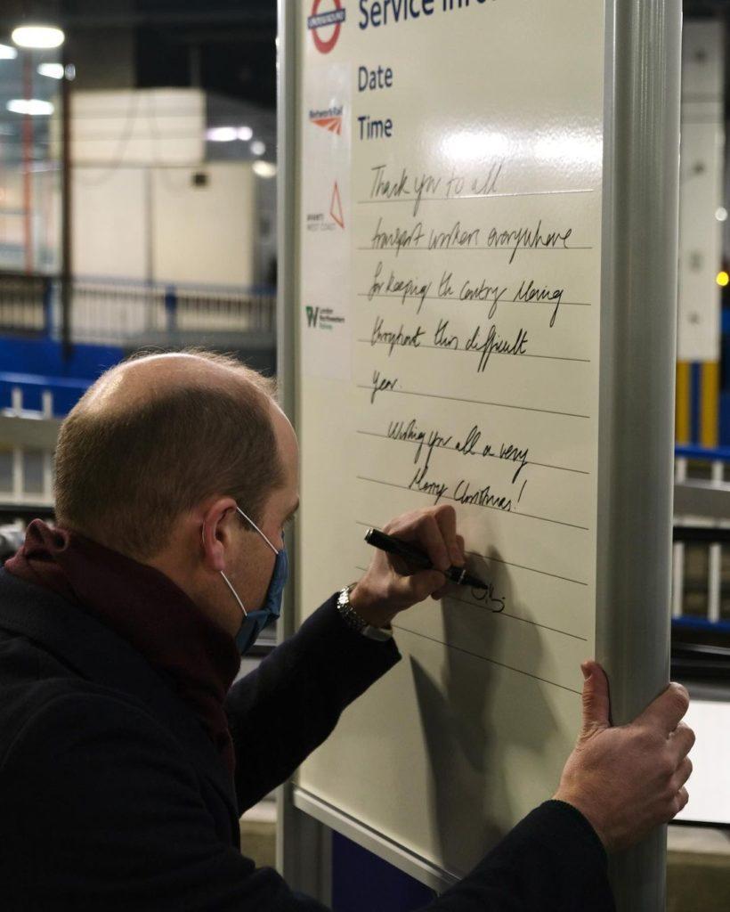 Принц Уильям и Кейт Миддлтон показали свой почерк