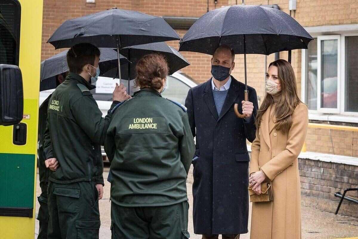 Герцог и герцогиня Кембриджские посетили станцию скорой помощи