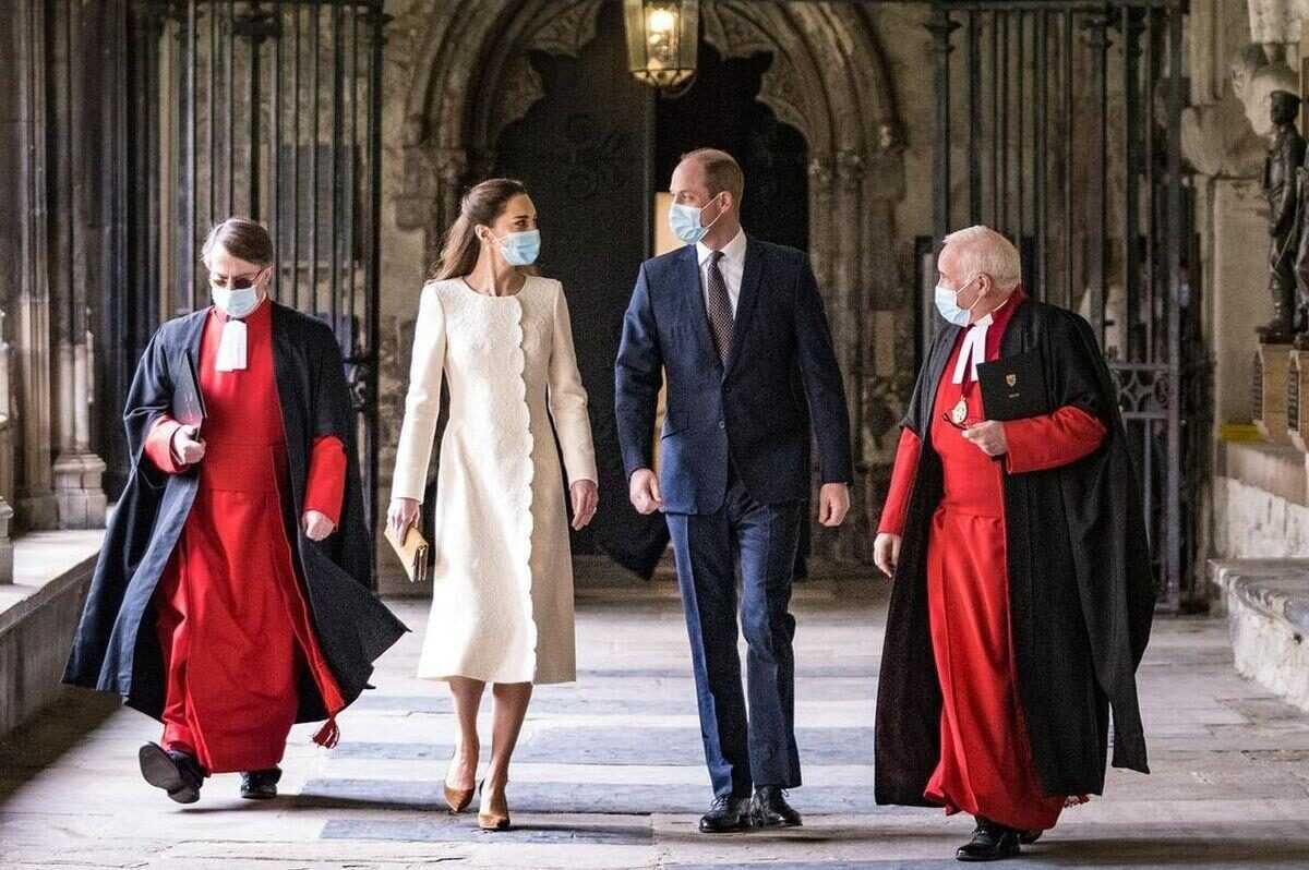 Новый выход Кейт Миддлтон в Вестминстерском аббатстве вызвал подозрения в её четвёртой беременности