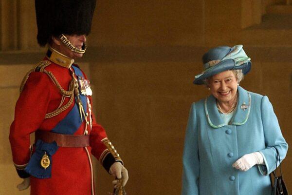 Настоящая история фотографии, где Елизавета II смеётся над принцем Филиппом
