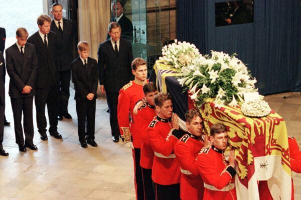 Почему принц Чарльз, Уильям и Гарри – единственные, кто должен идти за гробом принца Филиппа?