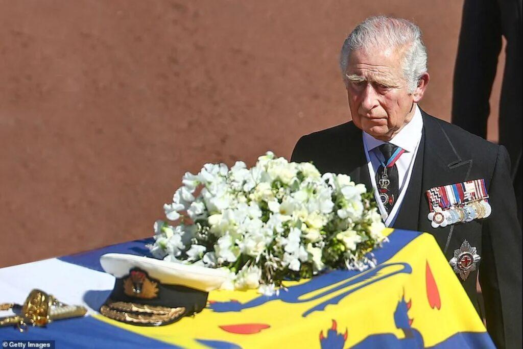 Принц Чарльз уехал в уэльский коттедж, чтобы обдумать будущее королевской семьи