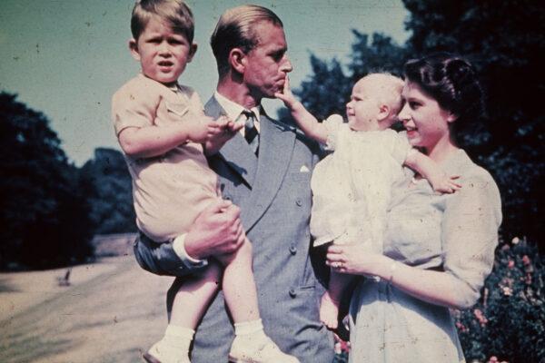 Королева Елизавета II уволила няню принца Чарльза из-за пудинга