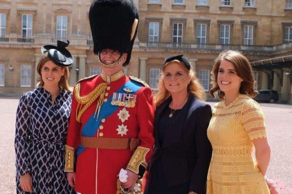 Принцесса Евгения присоединилась к королеве в Балморале после того, как принц Эндрю получил судебный иск