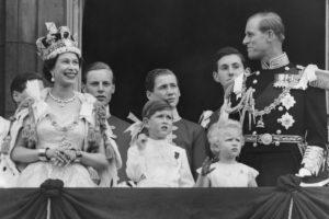 Принц Чарльз пытался похитить корону матери