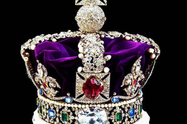 Как изменят корону Елизаветы II для принца Чарльза?