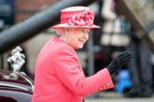 Королева Елизавета использовала религию, чтобы оставаться спокойной во время семейной драмы