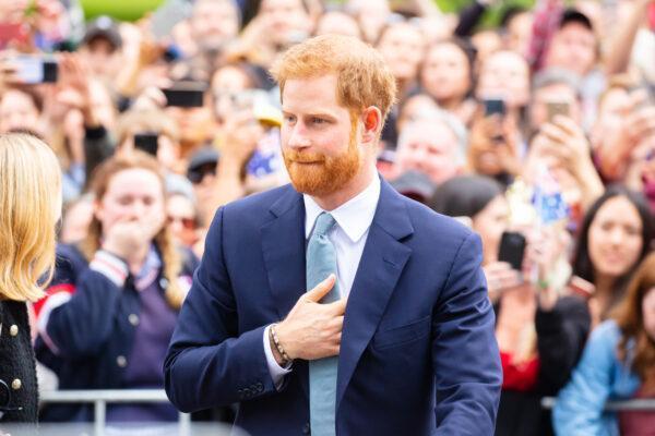 Принцу Гарри запретили встречаться с королевой и он улетит сразу после похорон