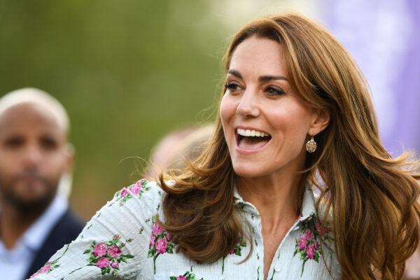 Королева Елизавета II привлекла внимание общественности к работе Кейт Миддлтон