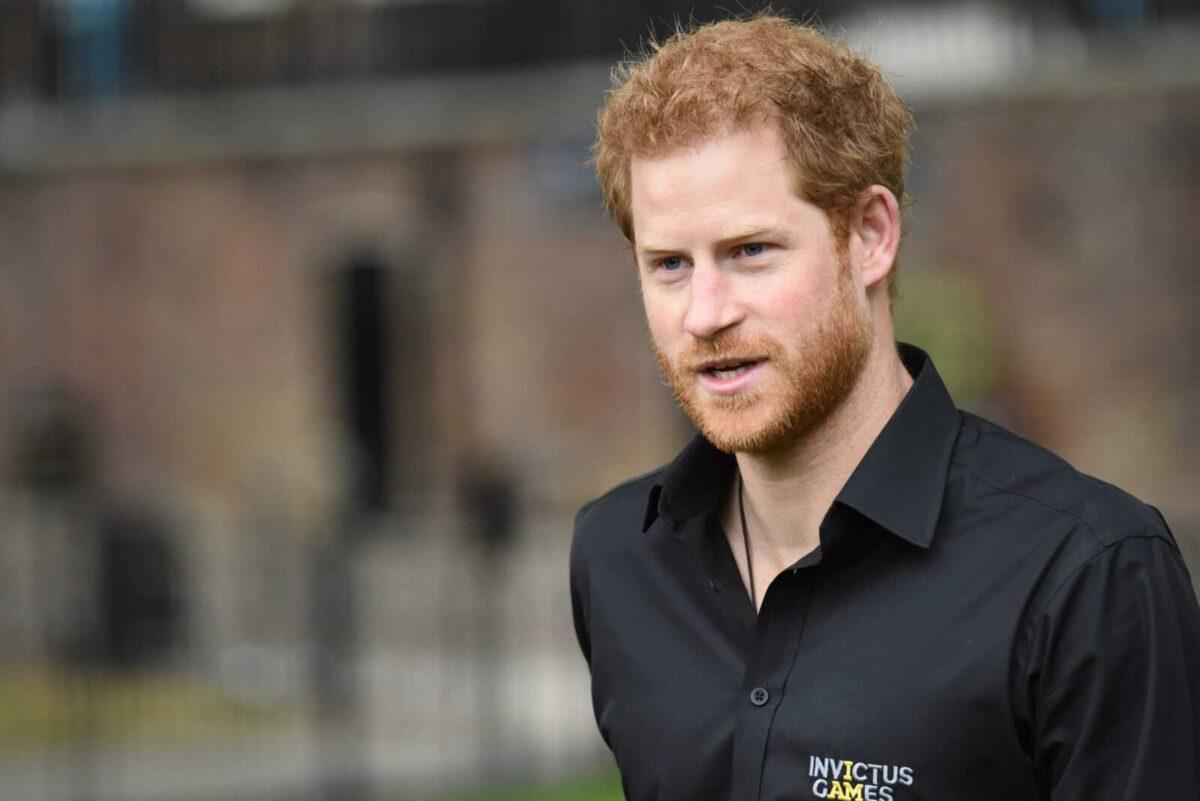 Принц Гарри разозлился на малыша, который попросил его показать фотографию Лилибет