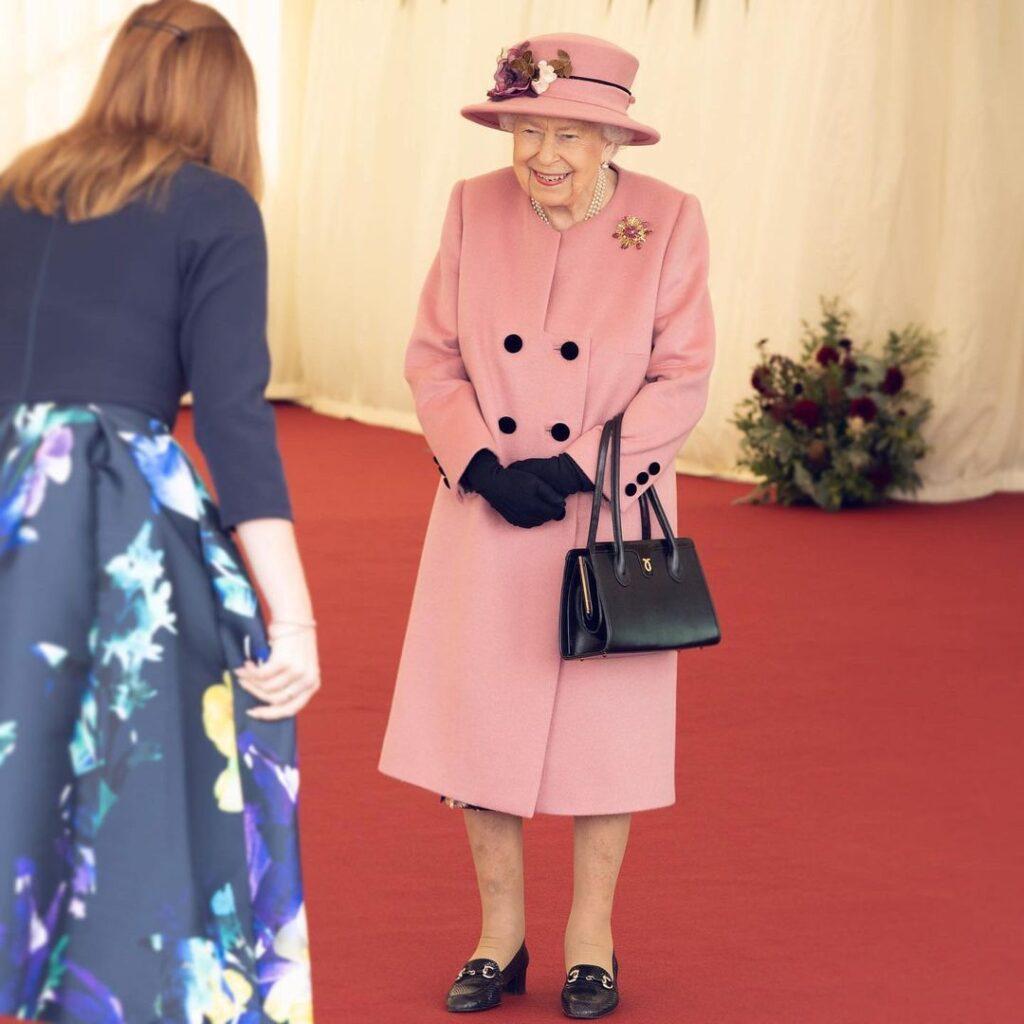 Два обувных бренда, которым не изменяет королева Елизавета II