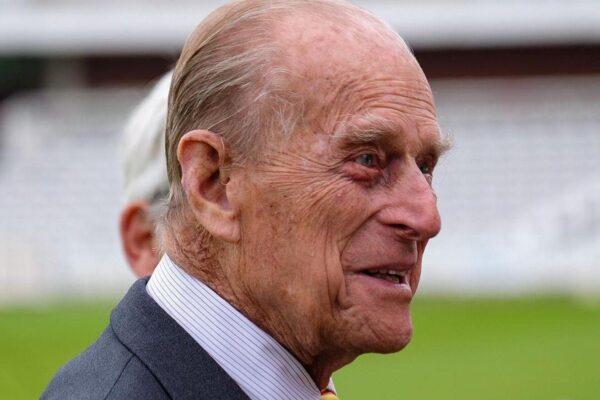 Королевская семья пытается оградить принца Филиппа от интервью принца Гарри и Меган