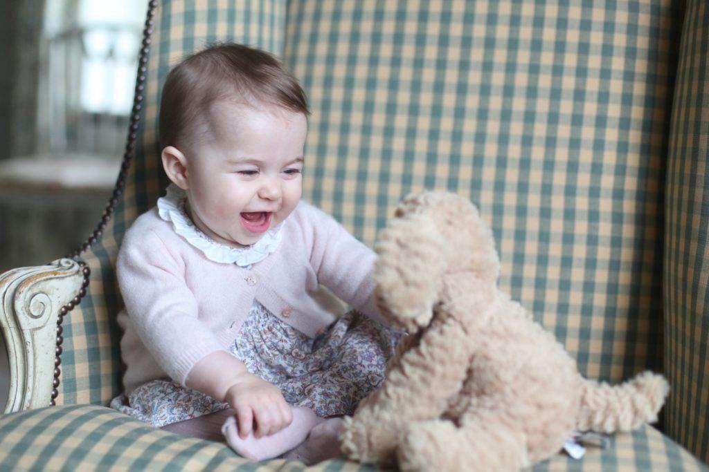 Самые милые портреты принцессы Шарлотты